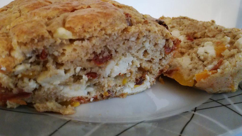 Cake aux tomates séchées, poivrons et feta ( sans matière grasse )