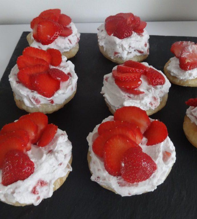 Tartelettes feuilletées express à la crème de coco et fraises ( sans lactose, sans gluten )