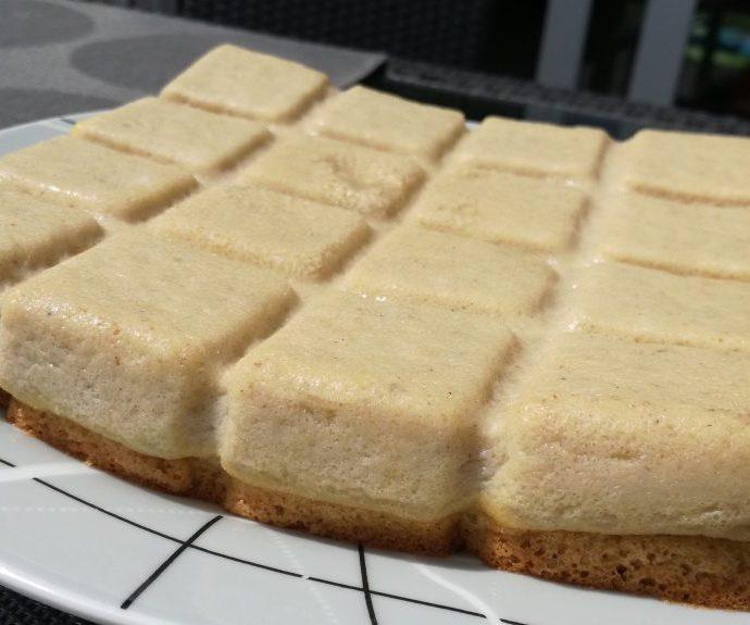 Gâteau magique à la vanille et son coulis de fraises